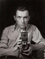 DOISNEAU Autoportrait Rolleiflex bis